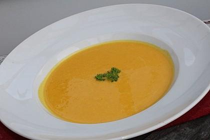 Kürbissuppe mit Karotten und Kartoffeln