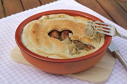 Sauerkraut und Bratwürstchen im Blätterteig