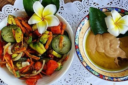 Bunter Salat mit Avocado und Papaya