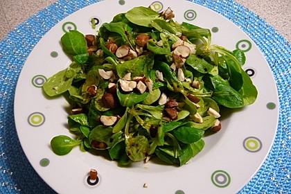 Rapunzelsalat mit Haselnussdressing 2