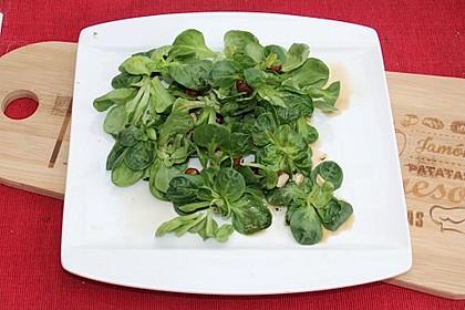 Rapunzelsalat mit Haselnussdressing 1
