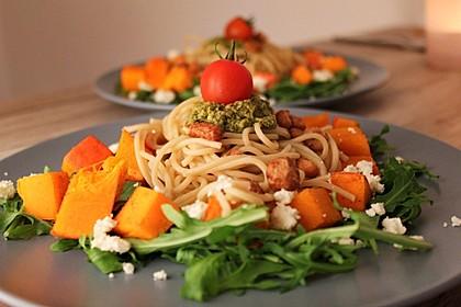 Kürbispasta mit Basilikum-Pesto