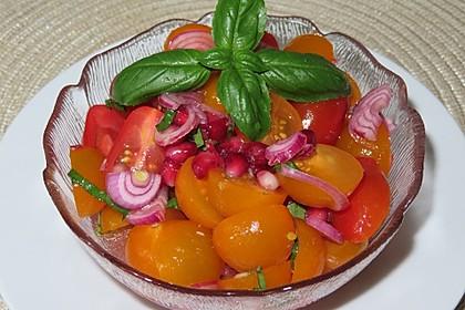 Bunter Tomatensalat mit Granatapfel (Bild)