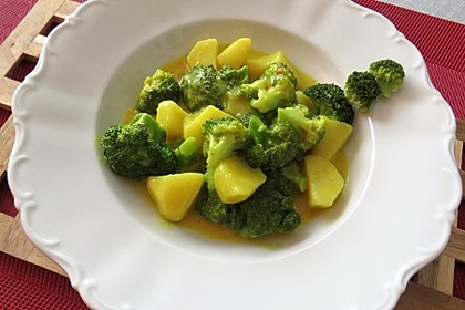 Brokkoli-Kartoffel-Curry (Bild)
