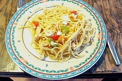 Zanderfilet auf einem Paprikabett mit Vollkornspaghetti