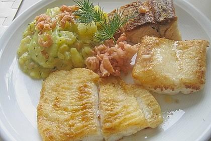 Trilogie von Meeresfischen an Kartoffel - Gurken - Salat