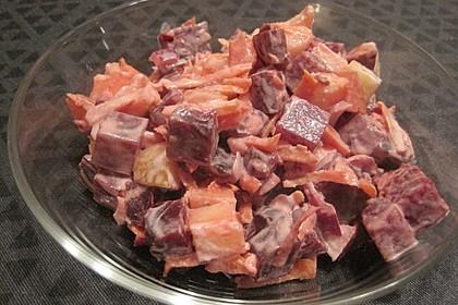 Rote Bete-Salat mit Apfel und Möhre (Bild)