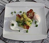 Kartoffel-Erbsen-Stampf mit Bacon und pochierten Eiern (Bild)