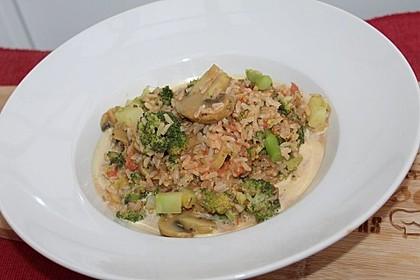 Champignon-Reispfanne mit Brokkoli und Tomaten