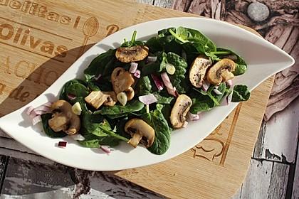 Feldsalat mit gebratenen Champignons und Balsamico-Vinaigrette (Bild)