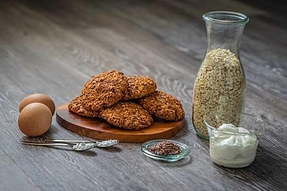 Eiweißreiche Haferbrötchen oder -taler ohne Mehl