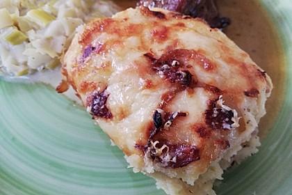 Kartoffelbrei-Auflauf mit Speck, Röstzwiebeln und Käse (Bild)