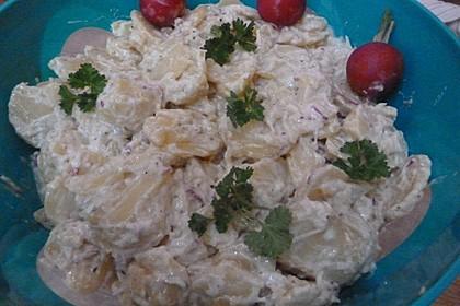 Kartoffelsalat mit Radieschen und saurer Sahne