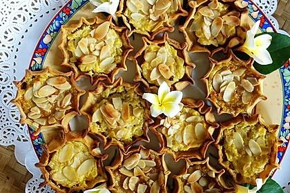 Mangotörtchen mit saurer Sahne, Mandeln und Honig