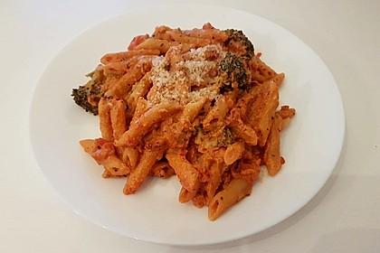 Nudeln mit Tomatensoße fraîche