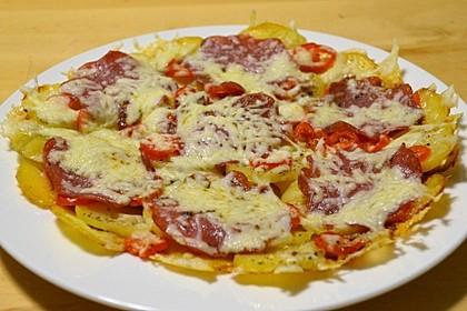 Kartoffel-Salami-Pizza aus der Pfanne