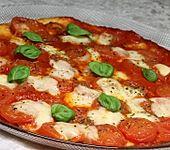 Pfannenpizza mit Mozzarella (Bild)