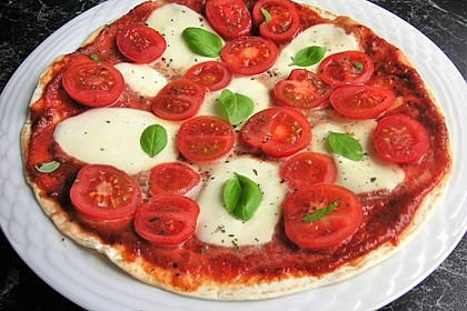 Pfannenpizza mit Mozzarella 2