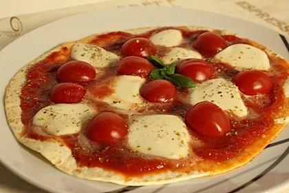 Pfannenpizza mit Mozzarella 9