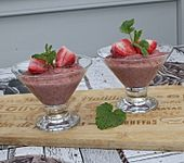 Kokos-Grießpudding mit Erdbeeren (Bild)