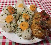 Gebratenes Hähnchenfleisch mit Gemüse in Erdnuss-Sauce (Bild)