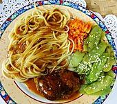 Hühnerschenkel, Spaghetti und Gemüse mit exotischer Sauce