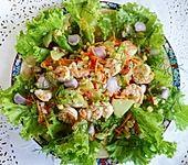 Kartoffelsalat mit Garnelen und Mais (Bild)