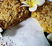 Mangokuchen mit Cashewnüssen und Streuseln (Bild)