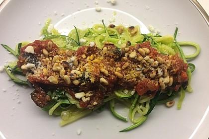 Zucchinispaghetti mit Tomatenkompott (Bild)