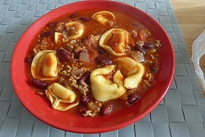 Hack-Bohnen-Suppe mit Käse-Tortellini