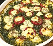 Spinat-Auflauf mit Tomaten und Schafskäse (Bild)