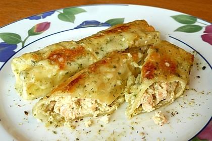 Frischkäse-Lachs-Cannelloni mit Kräutersauce