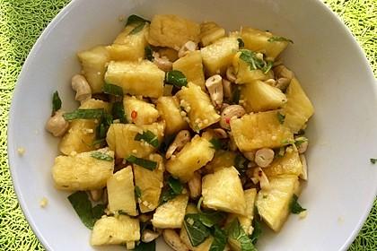 Ananas-Salat mit Cashewnüssen und Thaidressing (Bild)