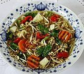 Chinesische Gemüsesuppe mit Nudeln und Eispilzen (Bild)