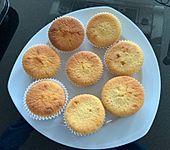 Muffins mit Puderzucker und gekochtem Eigelb (Bild)
