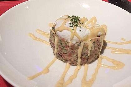 Creamy Tuna Tatar mit pochiertem Ei