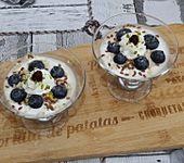 Veganer Vanille-Sojajoghurt mit Heidelbeeren (Bild)
