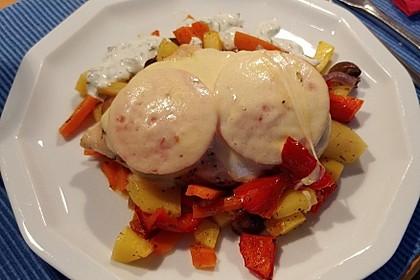 Hühnerbrust auf Ofengemüse mit Joghurtsauce