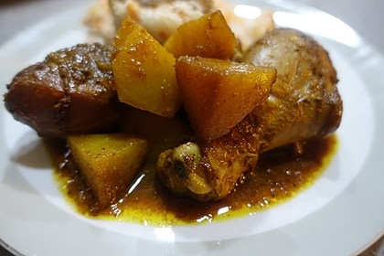 Burmesisches Hähnchencurry mit Kartoffeln und Zitronengras