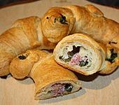 Croissants mit Bärlauch-Mett-Füllung (Bild)