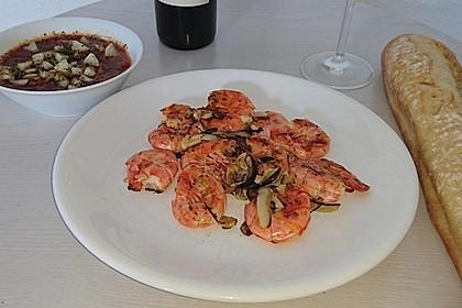 Argentinische Rotgarnelen mit Tomaten-Zwiebel-Salat (Bild)
