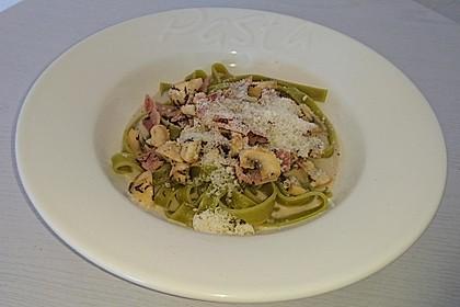 Tagliatelle verde mit Champignons und gekochtem Schinken (Bild)