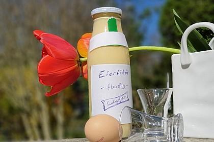 Selbstgemachter Eierlikör mit Sahne (Bild)