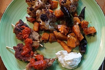 Seitan-Kebab mit Süßkartoffel-Blumenkohl aus dem Ofen