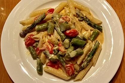 Pasta an grünem Spargel mit Kirschtomaten in Weißweinsauce (Bild)