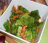 Kopfsalat mit roter Paprika (Bild)