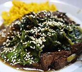 Rindfleisch aus dem Wok mit Spinat und Shiitake (Bild)