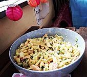 Pastasalat mit Apfel und Lachs (Bild)