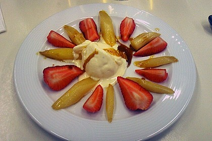 Karamellisierter Spargel mit Erdbeeren und Vanilleeis 13