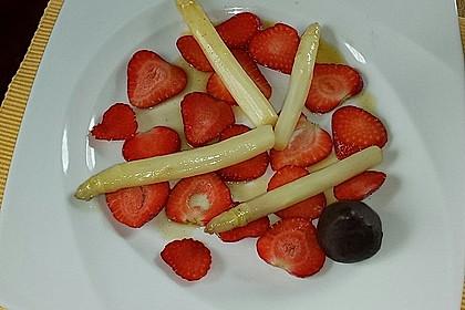 Karamellisierter Spargel mit Erdbeeren und Vanilleeis 10